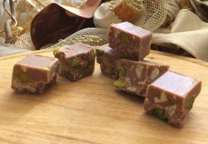 Cremini al cioccolato bianco con pistacchi e noci